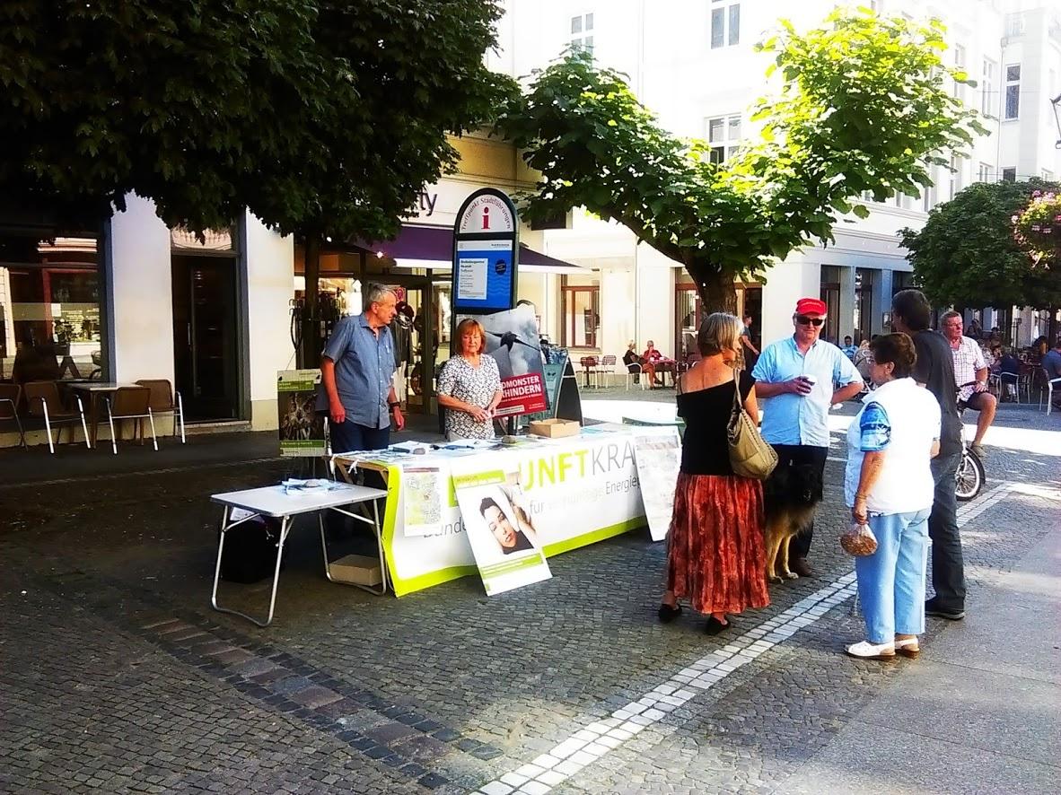 """Infostand bei """"Mutti"""" / Wahlkampfauftritt Frau Dr. Merkel am 29.08.2017 in der Stadt Brandenburg a.d.Havel"""