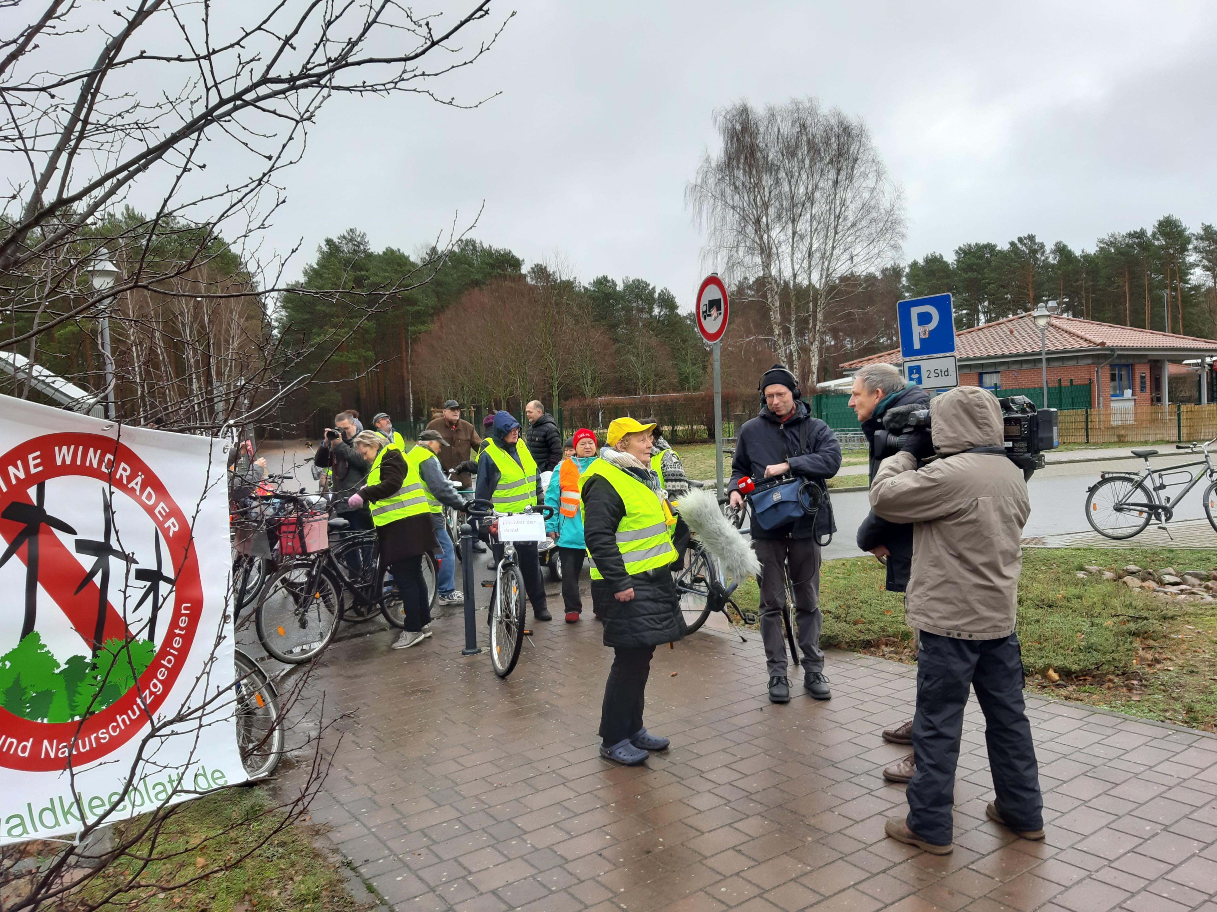 Erfolgreiche Fahrraddemo für den Erhalt des Waldes in Borkheide