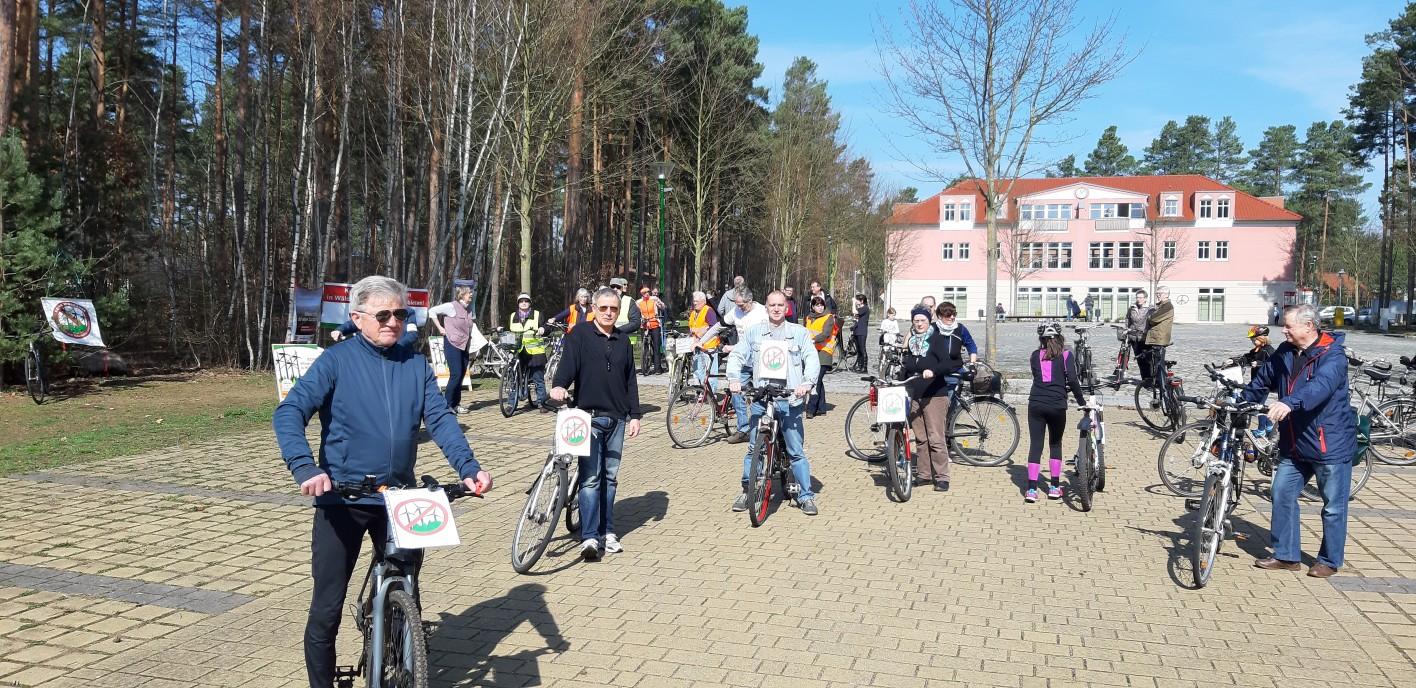 Das war die Dritte … Windkraftanlagen oder Wald … Fahrraddemo durch Fichtenwalde